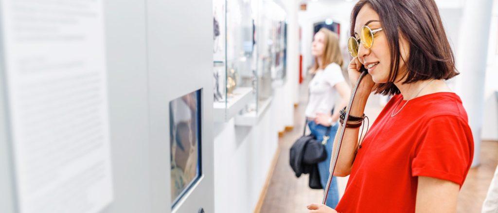Audioguide fixe dans un musée